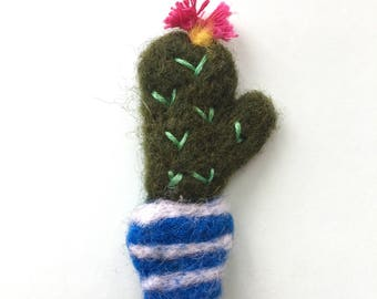 Needle felted wool fun zingy cactus cacti brooch pin badge