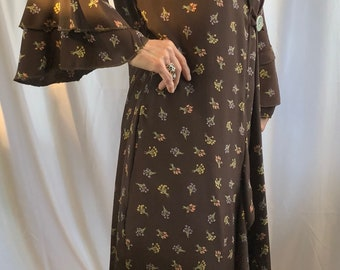vintage rayon brown flower duster with flounce sleeves and bottom