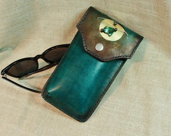 Glasses case with luxury, leather, handmade in Canada, exclusive, Quebec artists, stitched saddle stitch