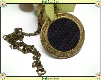 Necklace photo Locket vintage retro Japan: seigaiha waves of the sea resin and black and white brass Locket 45 mm diameter