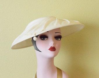 Vintage  1940's Cream Platter Hat   Swirl Disc Hat