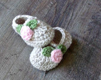 Crochet Baby Girl Mary Janes Shoes, Newborn Baby Booties, Flower Shoes, Linen with Pink Rosebuds
