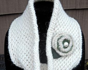 SALE--Alpaca Blend Hand Knit Cowl, Honeycomb Stitch, Short Circle Scarf, Infinity Scarf, Beautiful Ivory