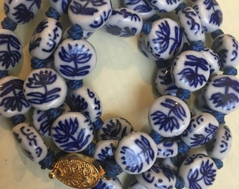 Gorgeous Vintage Chinese/ Japanese // Asian  Blue and White Porcelain Bead Necklace