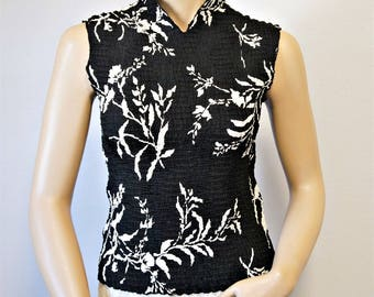 Vintage Shell Black and White Asian Theme Blouse Sleeveless Top Fits Small Size Medium