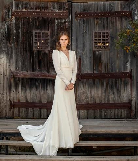 Long sleeve wedding dress vintage wedding dress bridal gown long sleeve wedding dress vintage wedding dress bridal gown off white wedding dress simple wedding dress bohemian wedding dress junglespirit Choice Image