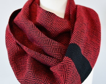 Handwoven Cotton Loop Scarf Red - Geometric