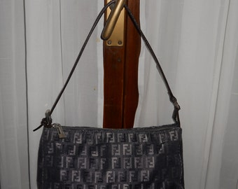 Authentic vintage Fendi bag ! Fabric and genuine leather !
