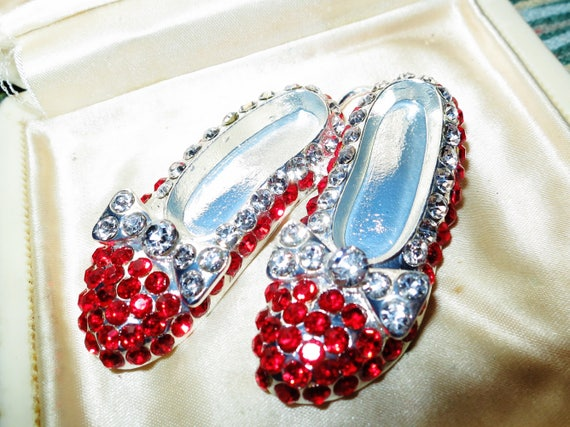 Gorgeous Vintage sparkly silvertone red rhinestone Wizard of Oz Dorothy slippers large pendant