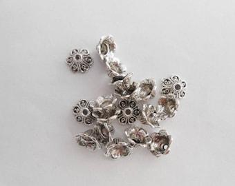 2 beads/cups made of Zinc Alloy shape Fleur husks 10 x 5 mm. (9272687)
