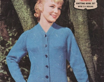 ON SALE Paton's Knitting Pattern No 587  Fashion For Women in Patons Yarn (Vintage 1950s)