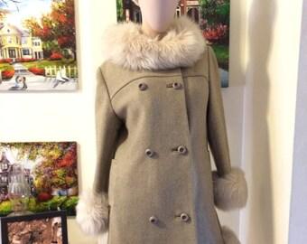SALE Vintage 1960s MOD Boho Princess Faux fur Trim Ladies Green Coat  size Small