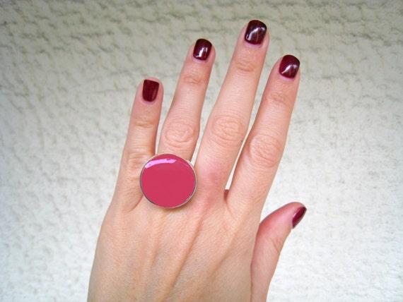 Dark pink ring, fuchsia pink resin ring, raspberry pink, magenta pink, modern minimalist, solitaire round cocktail ring, big chunky ring