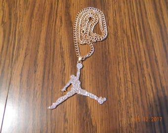 MIP-grote grootte-Iced out Air Jordan Gold Tone hanger wth een overeenkomende 24 inch 4mm ketting