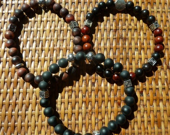 Bracelet for men or unisex.    Choice of 3 models: Tiger eye frosted, frosted black agate, rosewood and ebony.