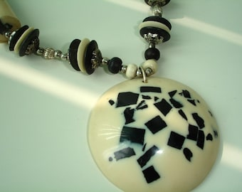 Collier de perles d'OS