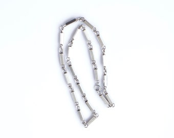 Silver necklace rod link