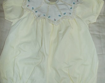 Baby romper JACADI range top vintage yellow rim embroidered and beautiful lace baby