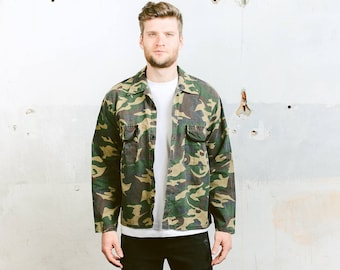 Camouflage Shirt . Green Camo Shirt Men's Vintage 90s Button Down Shirt Military Army Shirt Jacket . size Medium