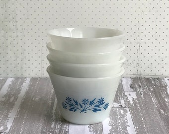 Pyr-O-Rey, Flower Pattern, 4 custard cups, in mint condition. Blue White 1960s