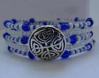 Royal blue and white silver button memory wire bracelet.......lovely <3