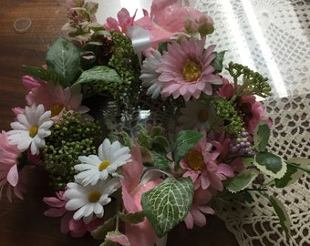 Center Piece done in pink and white  spring 8 inch 206