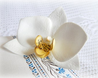 Hawaiian flower hair clip White orchid flower hair pin Orchid hair comb Beach wedding hair accessory Tropical white flowers Hawaii headpiece
