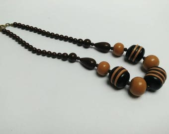 Vintage 70s brown beaded necklace