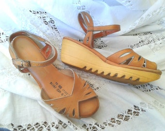 Vintage Wedge Shoes Sandles 1970s 80's era Spring / Summer Shoes * Retro Chic Rubber Bottom * Classic chic Kick About * Leather