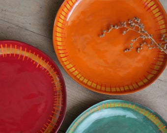 "Plate plate ""kunterbunt and Crooked"" in many shades of orange, green, light blue, red"