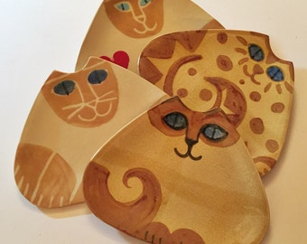 Ceramic Cat plate triangle shape Pottery dish handmade clay Siamese with blue eyes Made to order