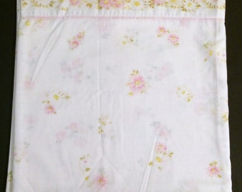 Vintage Pequot Full Flat Sheet Pink Yellow Daisies Flowers Floral Muslin No Iron