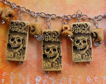 Day of the Dead Jewelry - Catrina with Skulls – Charm Bracelet with Altered Bamboo Beads
