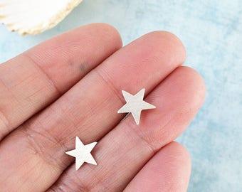 Tiny stars earrings - silver stars stud earrings - small stars earrings - celestial jewelry - delicate jewellery - girly jewelry