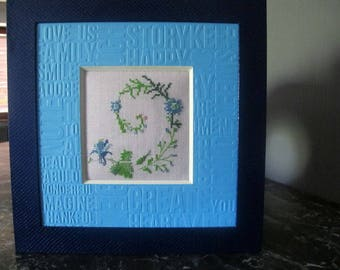 Table spiral blue embroidered flowers