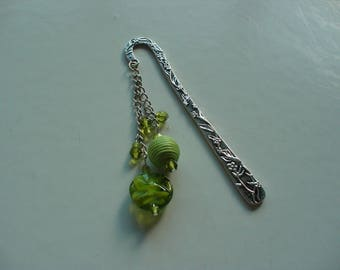 Bookmark metal and green beads