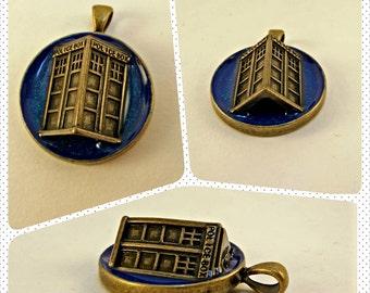 Doctor Who / TARDIS Burst Pendant