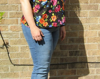 Size L 22/24 - Floral Scoop Neck T-Shirt with pink Trim - Plus Size