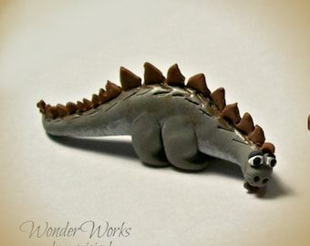 1:12 Dollhouse Miniature Stegosaurus Artisan Sculpted Collectible Stego Sillysaurus Dinosaur Toy for Miniature Boys Room