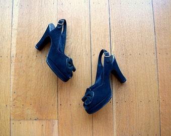 1940s platform shoes . vintage 40s black suede heels . 5.5 6