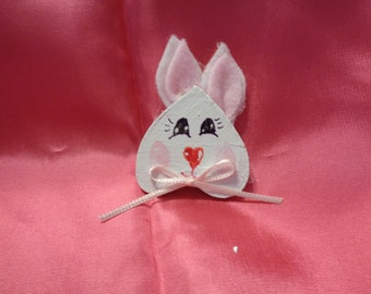 This is a wood bunny made of wood and felt. You made choose apin back, magnet or ribbon necklace