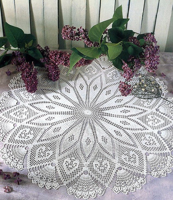Pattern of round circle filet crochet lace cotton white floral