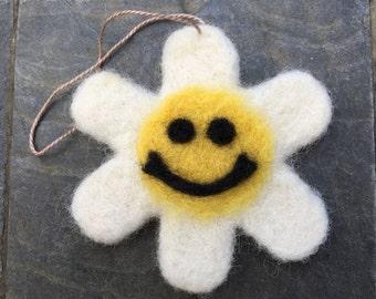 Needle Felted Daisy Ornament, Needle Felted Daisy Decoration, Needle Felted Daisy
