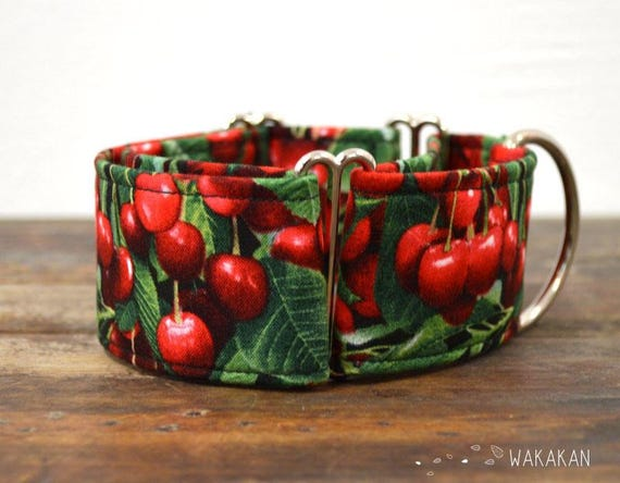 Martingale dog collar model Cherries. Adjustable and handmade with 100% cotton fabric. Cherry, leaves. Fruity style. Wakakan