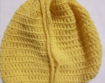 Vintage hand-made knitted drawstring yellow pocketbook purse from 1970s