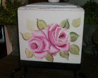 pink roses box canister, flowers canister, shabby roses decor, shabby kitchen, cottage decor, country chic decor, cookie jar, chic decor,