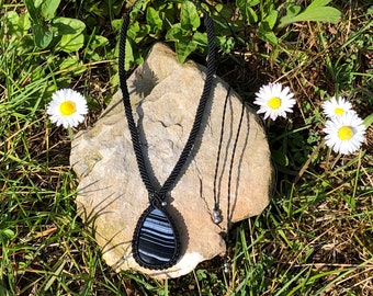 Macramé necklace with Black Banded Agate