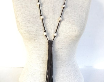 Pearl and Leather Tassel Necklace, Long Leather and fresh water pearl knotted necklace, Boho pearl and leather necklace, long pearl necklace