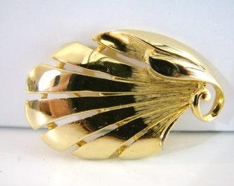 Vintage Trifari gold autumn leaf brooch (G5)