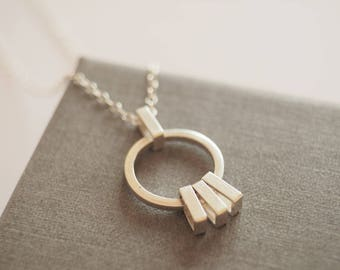 Small circle kinetic necklace